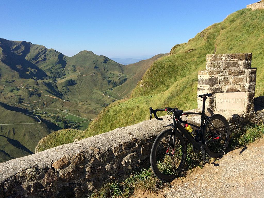 Ruta en bicicleta por los Alpes cantabros