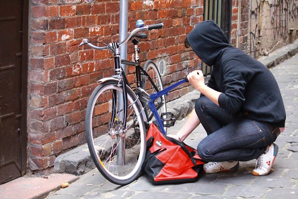 Asalto y robo de bicicletas
